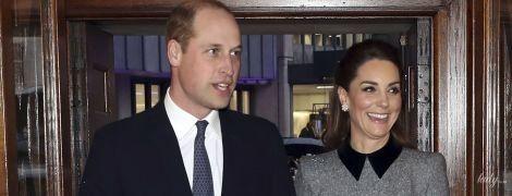 В элегантном платье и жемчужных цветочных серьгах: герцогиня Кембриджская с принцем Уильямом посетили службу