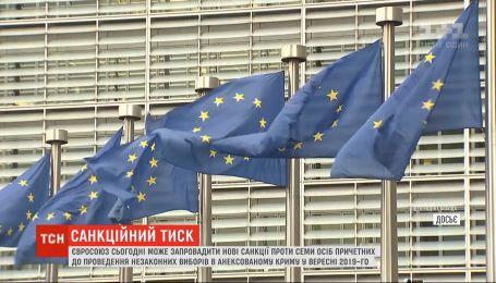 ЄС може запровадити нові санкції проти причетних до незаконних виборів в анексованому Криму