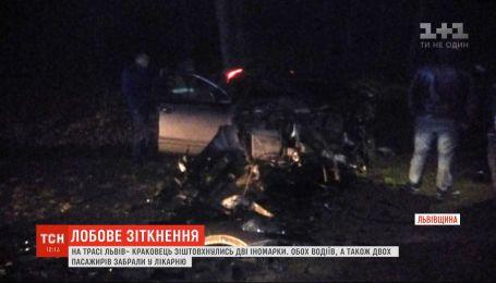 Четыре человека получили травмы в результате аварии во Львовской области