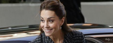 Вздернутая юбка и старый костюм: герцогиня Кембриджская приехала в портретную галерею