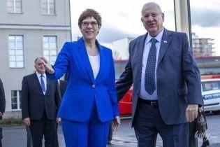 В синем костюме и каблуках: деловой образ министра обороны Германии