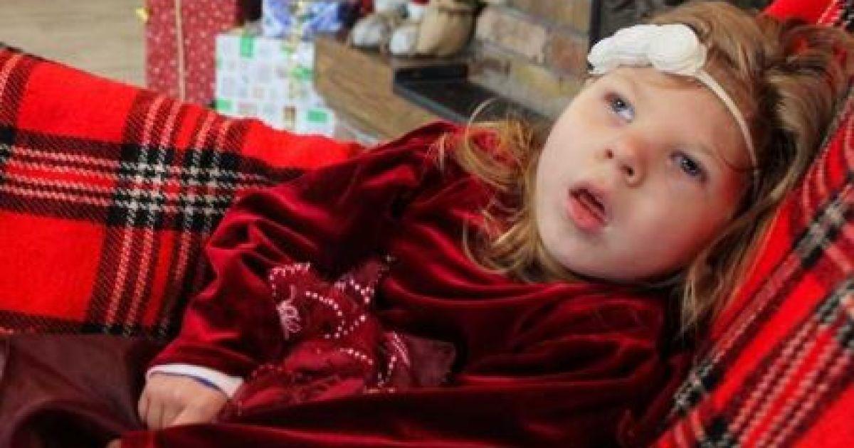 Дорогої реабілітації потребує 3-річна Полінка