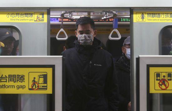 У Китаї новим коронавірусом заразилися ще 12 людей: безсимптомних випадків вдвічі більше