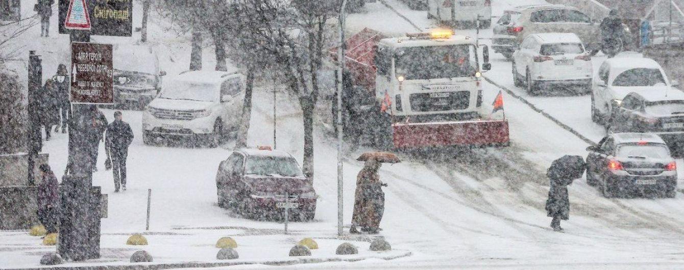 В среду в Киеве ожидается сильный мокрый снег: дорожники уже подготовили более 400 спецмашин