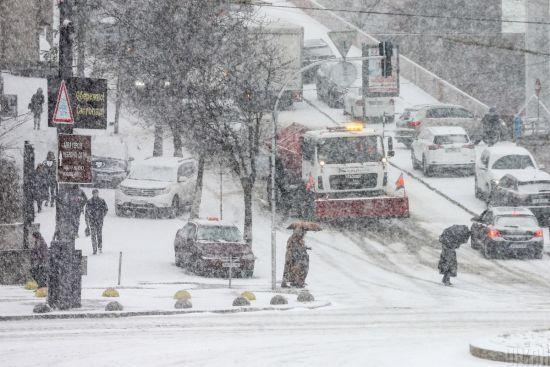 У середу в Києві очікується сильний мокрий сніг: дорожники вже підготували понад 400 спецмашин