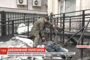 В Кропивницком мужчина упал с крыши девятого этажа и остался жив