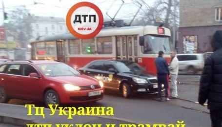 В Киеве сразу две аварии заблокировали движение трамваев. Где произошли столкновения