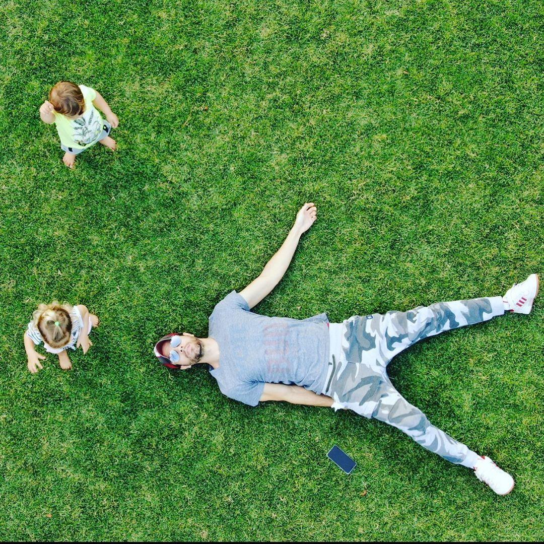 Енріке Іглесіас з дітьми