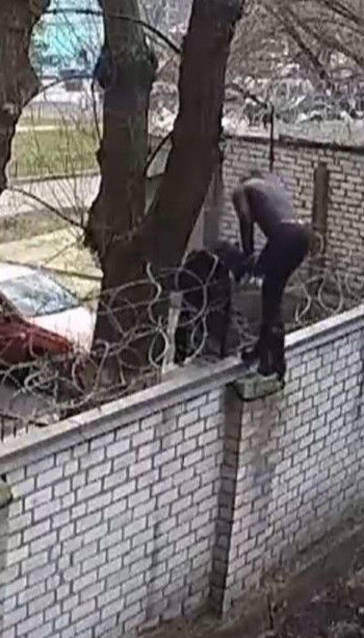 Экс-депутат Чорновол перелезла через забор ГБР, ей грозит до 5 лет тюрьмы