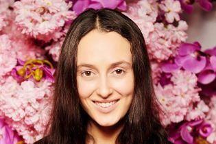 """У строкатому світшоті і з сумкою в етнічному стилі: Alina Раѕһ на прем'єрі фільму """"Маленькі жінки"""""""