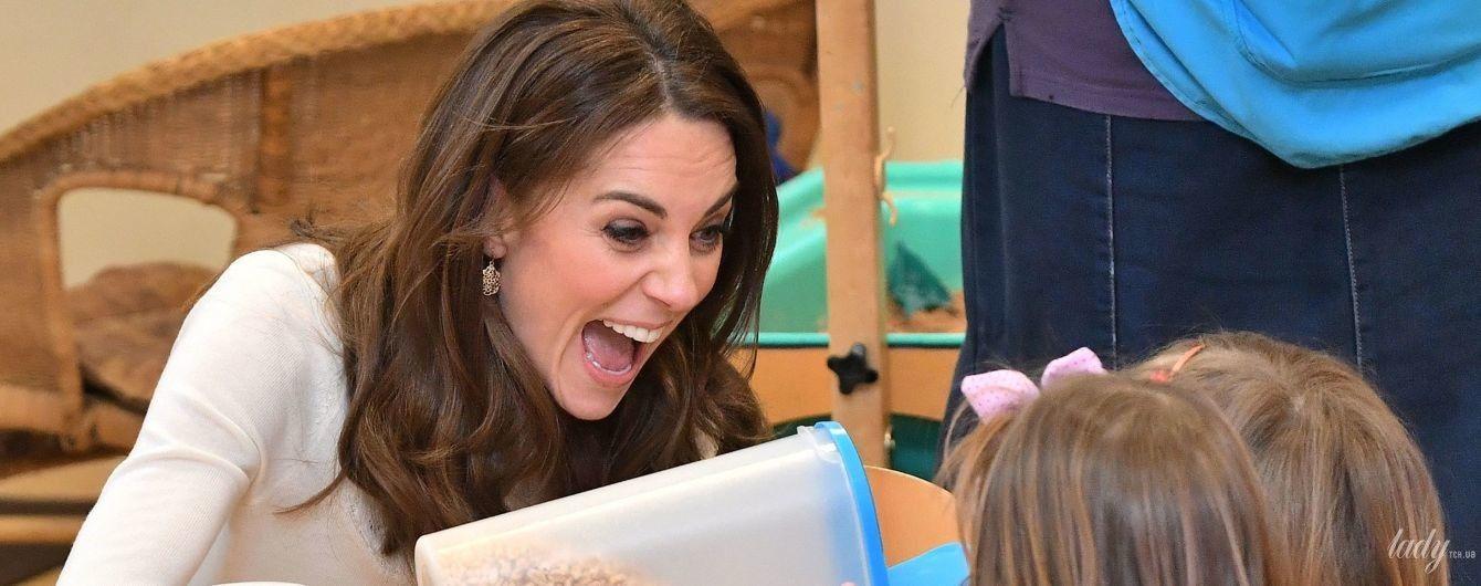 Любит детей: герцогиня Кембриджская встала к плите, чтобы угостить маленьких лондонцев полезным завтраком