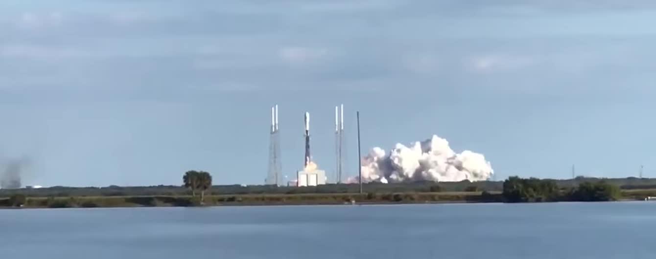 SpaceX запустила на орбиту ракету Falcon 9 со спутниками