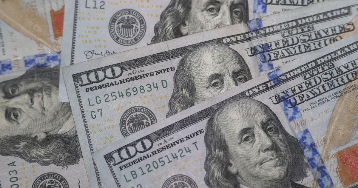 Курс валют на 11 февраля: сколько стоят доллар и евро
