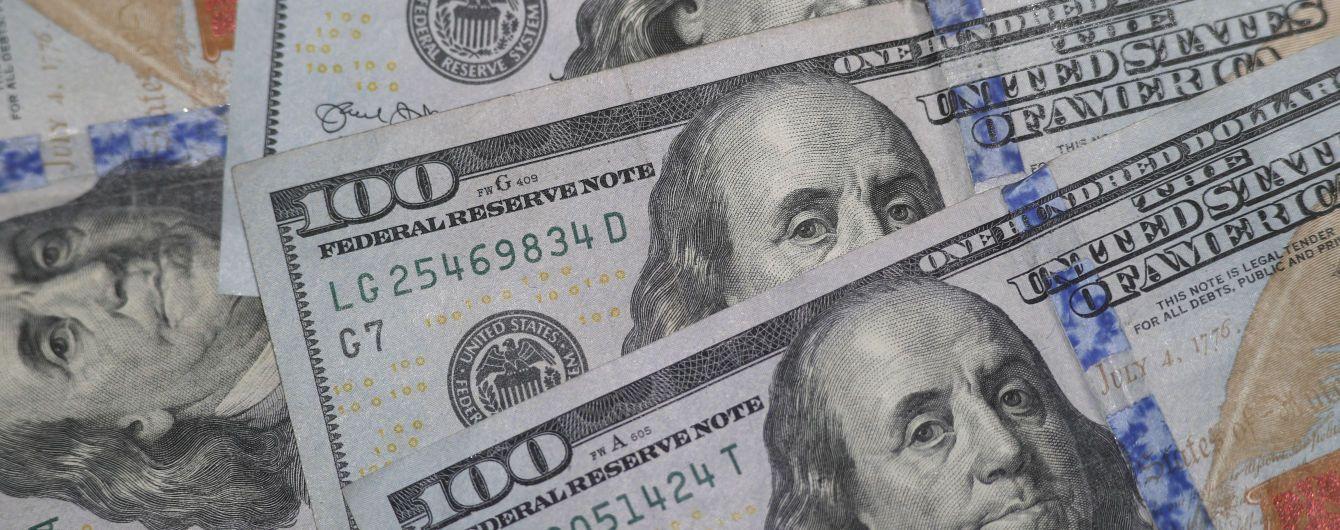 Доллар и евро начали удешевление: курсы валют Нацбанка в обменниках 27 июля