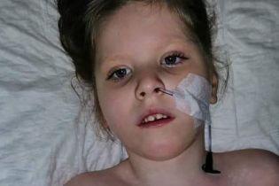 Понад 50 операцій: допомоги потребує Карінка