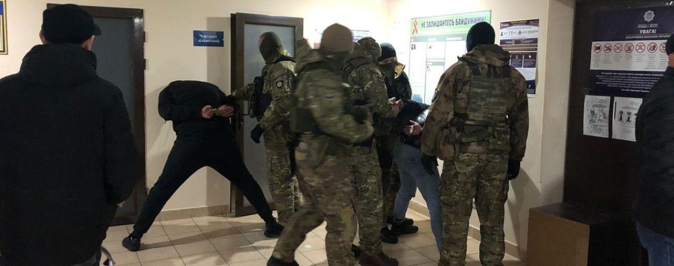 Бойовик в Одесі. Злочинці зі зброєю напали на інкасаторів та викрали автомобіль з грошима