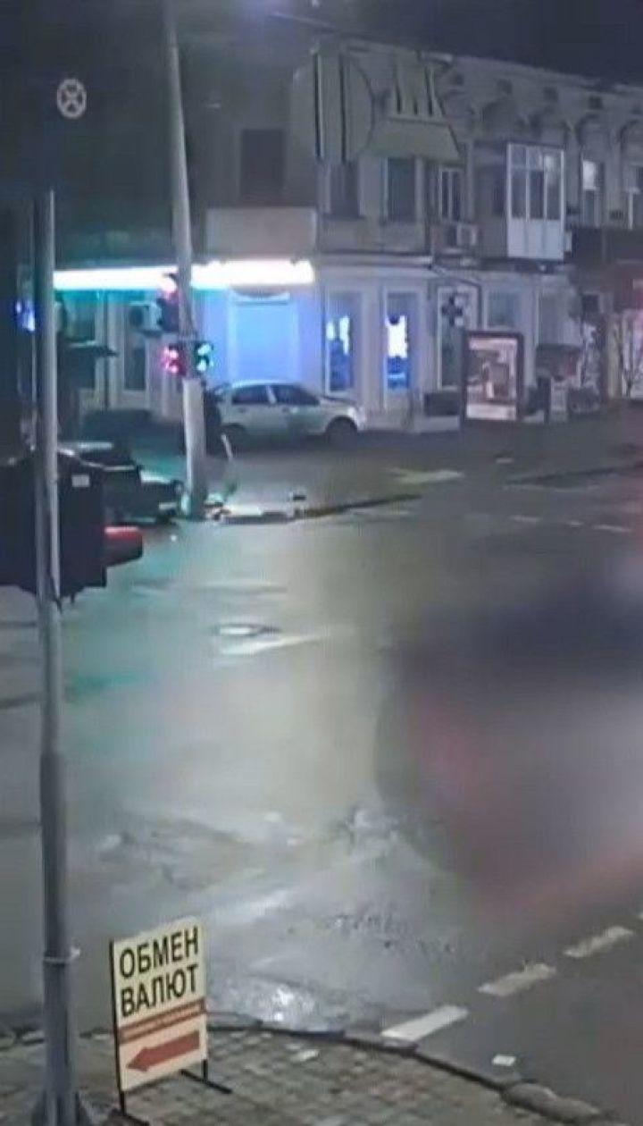 В Одессе иномарка проигнорировала светофор, вылетела на перекресток и столкнулась с легковушкой