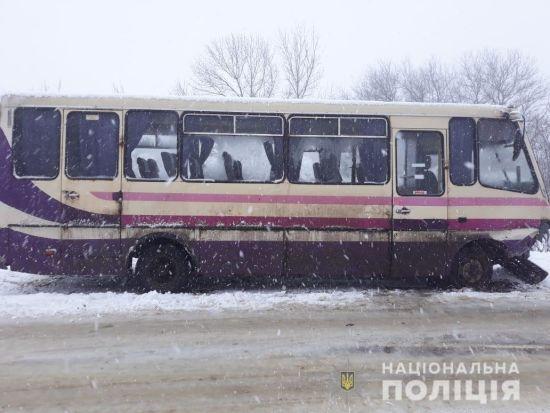На Сумщині пасажирський автобус потрапив в аварію: є постраждалі