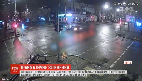 В Одесі водій влаштував швидкісну аварію на перехресті