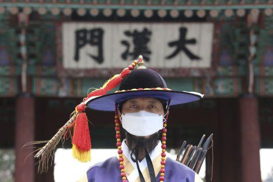 У Китаї повідомили про рекордно низький показник нових випадків коронавірусу