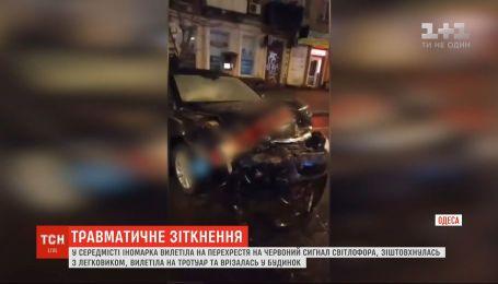 В центре Одессы водитель Chevrolet устроил аварию на перекрестке