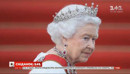 Тиары, броши и колье: роскошные украшения королевы Елизаветы II