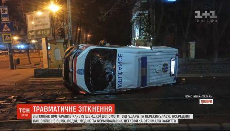 Авария при участии скорой и легковушки произошла в Днепре