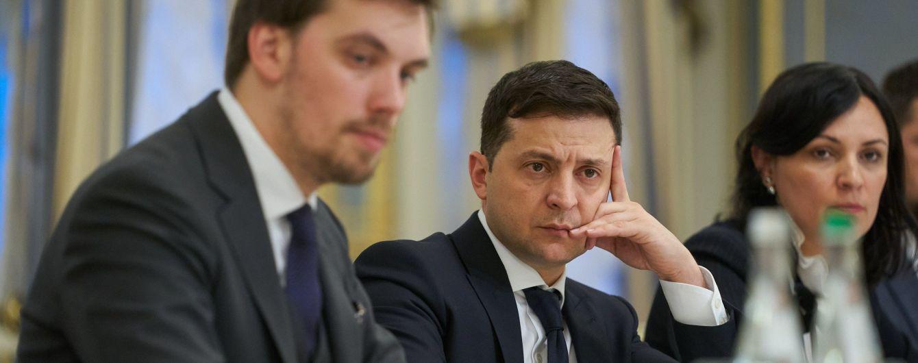 Дві третини українців не довіряють Кабміну та Верховній Раді, президенту - понад 40%. Опитування