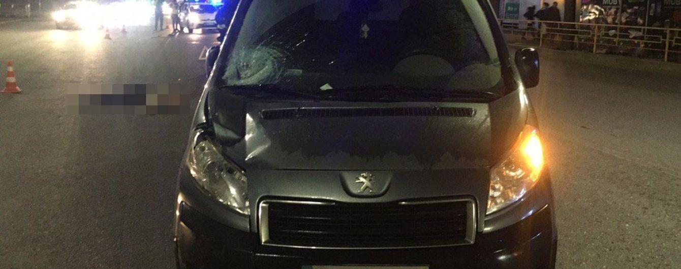 У Запоріжжі машина збила жінку, яка переходила дорогу проти правил