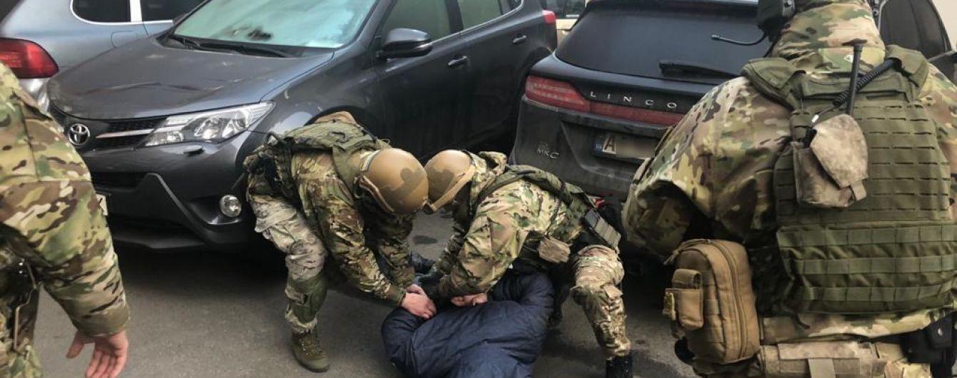 Підозрюваний у вбивстві Окуєвої обманом отримав українське громадянство - поліція