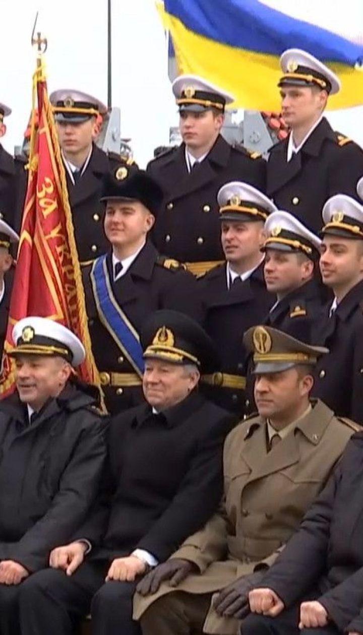 46 випускників Одеської морської академії отримали лейтенантські погони, дипломи та кортики