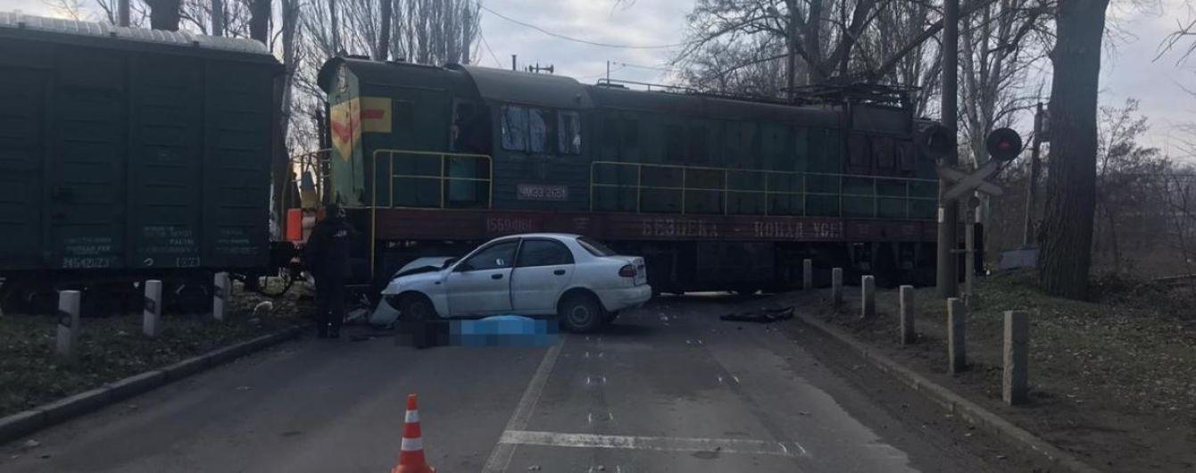 У Запоріжжі легковик на переїзді протаранив локомотив