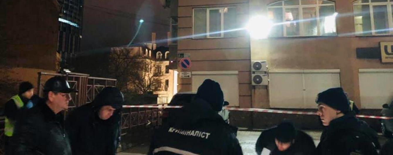 У центрі Києва невідомий застрелив чоловіка і втік
