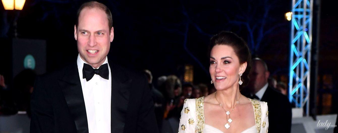 Підкреслила декольте: герцогиня Кембриджська вийшла на доріжку в сукні восьмирічної давнини