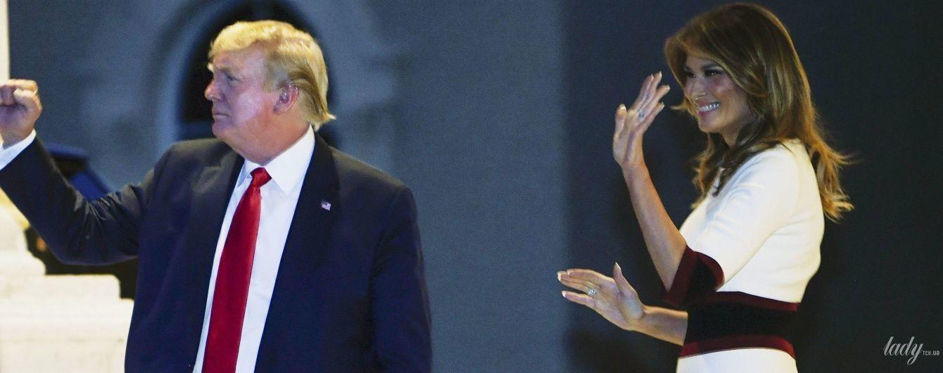В белом платье и на высоких шпильках: стильная Мелания Трамп на вечеринке в Палм-Бич