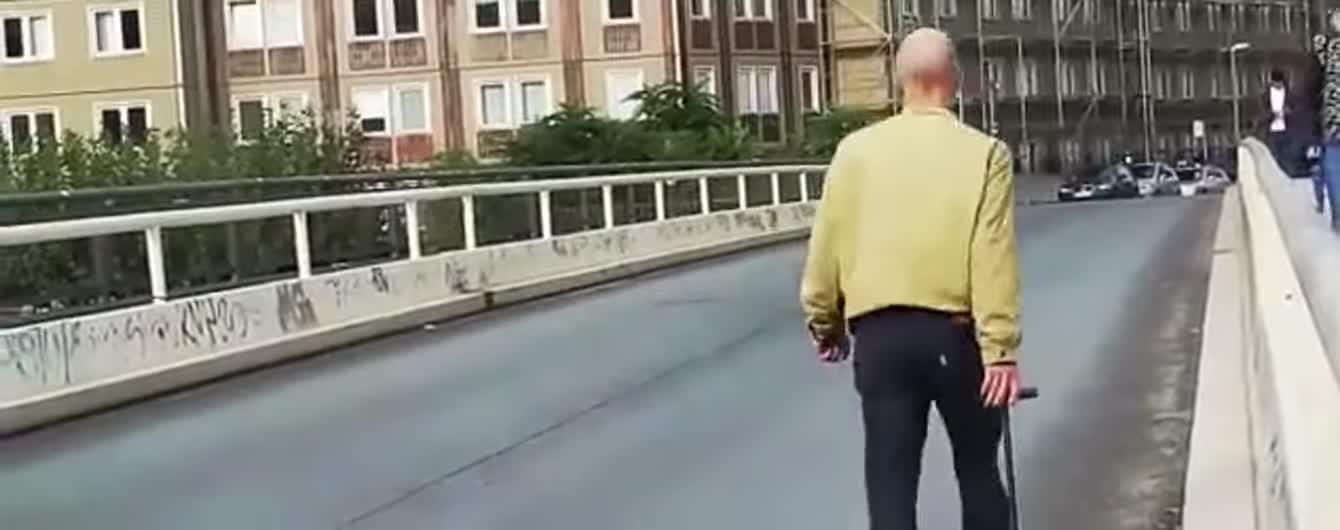 Художник провез по Берлину 99 смартфонов в тележке и создал фейковые пробки в Google Maps