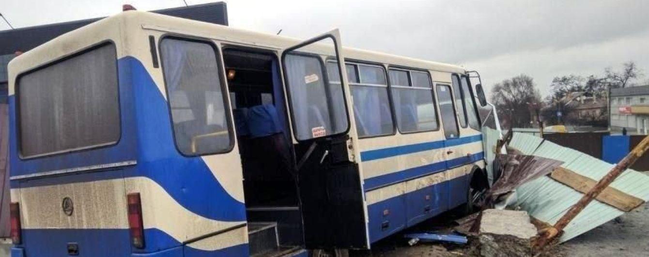 На Дніпропетровщині водій шкільного автобуса помер за кермом