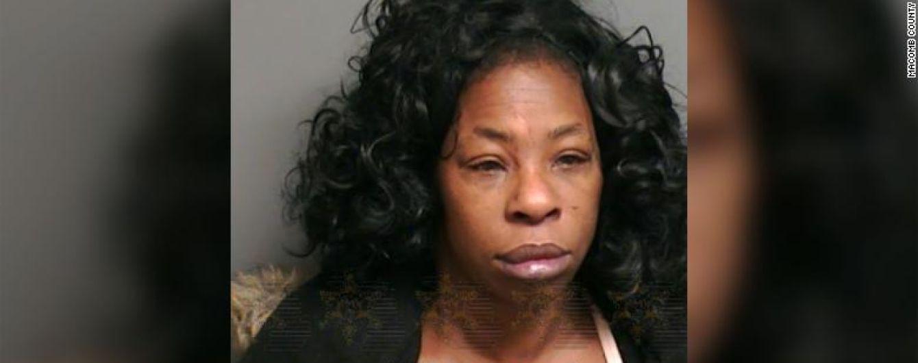 Не сподобався поцілунок: у Детройті жінка відкусила коханому язика
