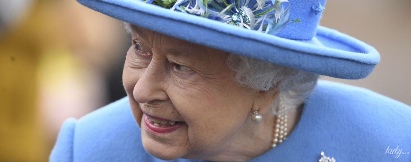 Акцент в образе: в Сети обсуждают, как королева Елизавета II в очередной раз поддержала Сассексов