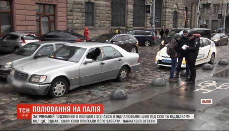 Правоохоронці затримали чоловіка, який палив шини біля СІЗО у Львові
