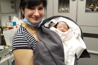 Украинка приняла роды на борту самолета, который летел в Бангкок