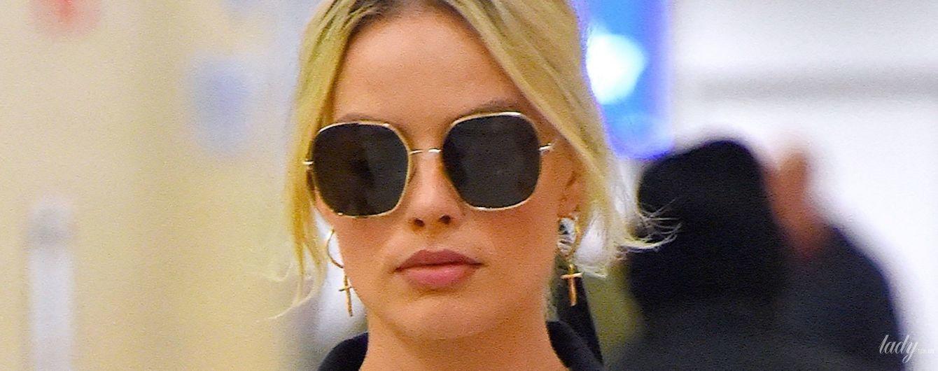 В повседневном луке: Марго Робби была запечатлена в аэропорту Нью-Йорка