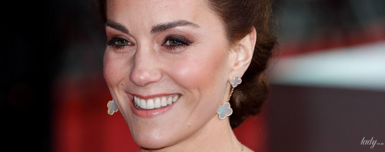 Не тільки в старій сукні: в образі герцогині Кембриджської на церемонії BAFTA була особлива прикраса