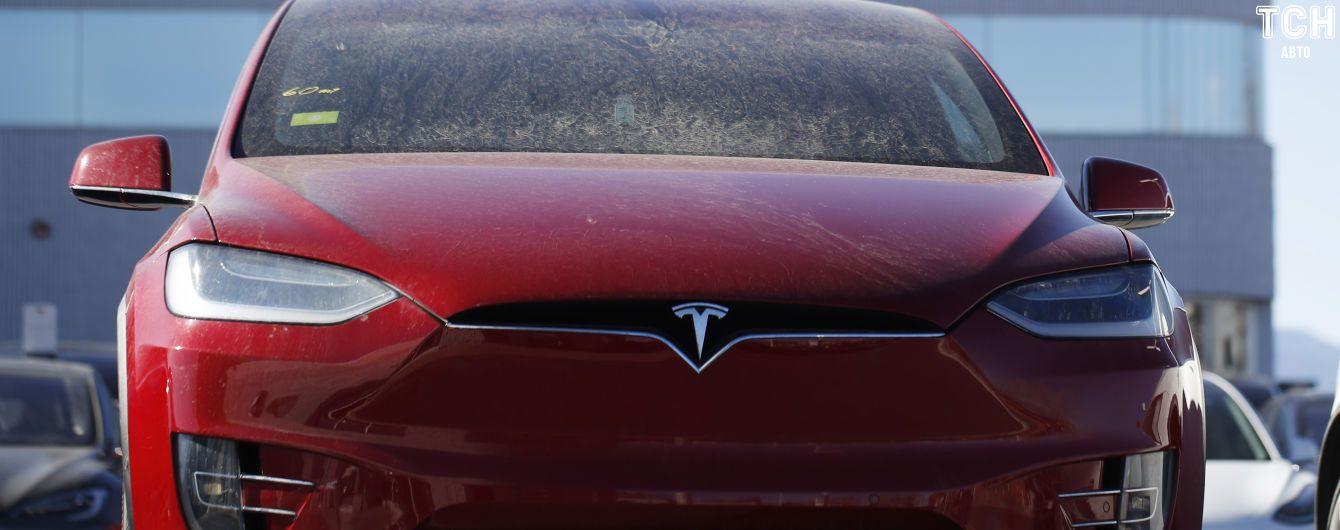Tesla відкликає 15 тисяч електрокарів через небезпечний дефект