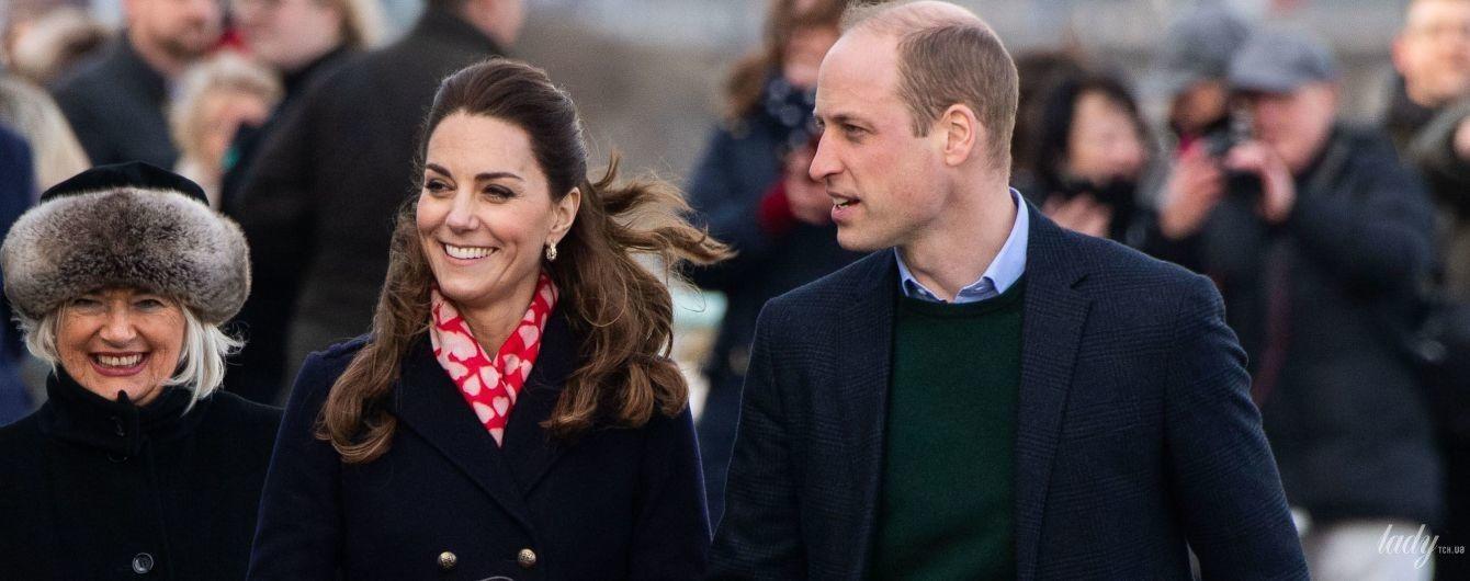 У сукні Zara і з крокодилячим клатчем: герцогиня Кембриджська з принцом Вільямом прибули з візитом до Мамблса