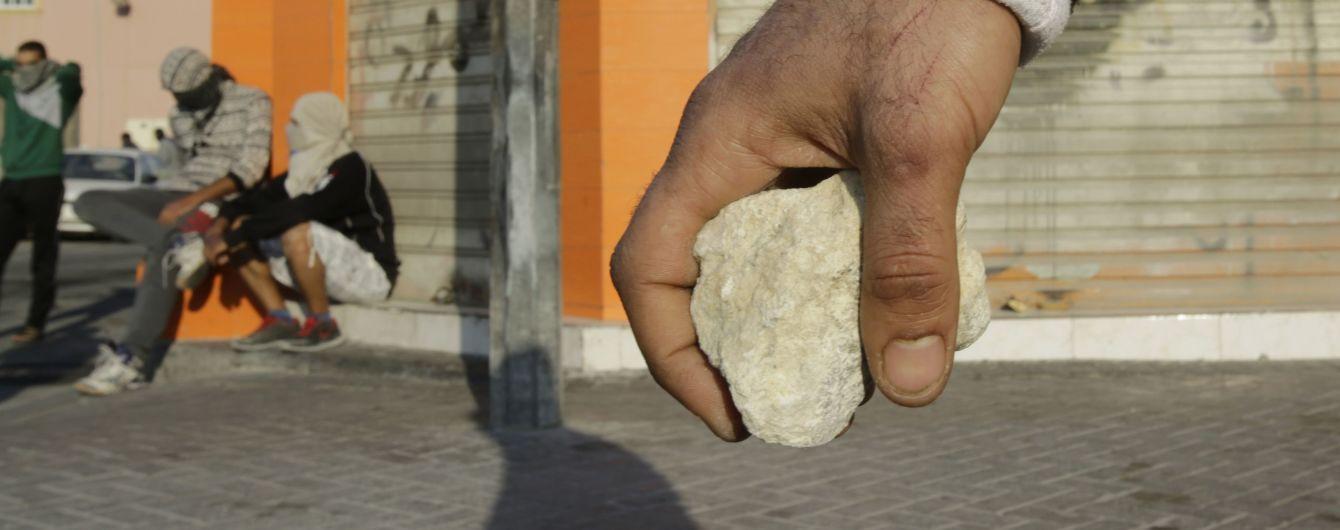 """Під вигуки """"Аллаху Акбар"""" в Афганістані натовп чоловіків до смерті забив жінку камінням"""