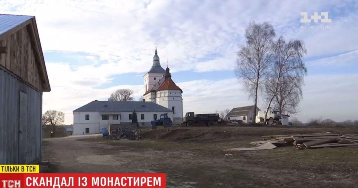Підозрілі монахи та батюшка на умовному терміні. На Тернопільщині селян непокоїть монастир УПЦ МП