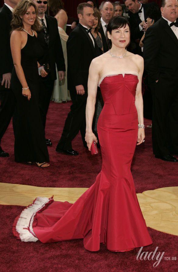 """Рене Зеллвегер в платье Carolina Herrera на 77 церемонии """"Оскара"""", 2005 год"""