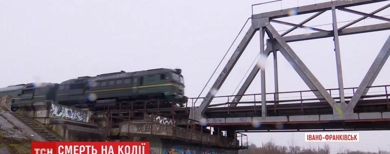 На Прикарпатті на залізничних коліях за невідомих обставин загинув школяр