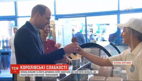 Принц Уильям и его жена Кейт полакомились мороженым в одном из кафе Уэльса